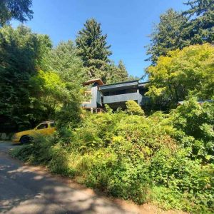 far-front-view-of-painted-home-in-manzanita